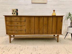 Mid Century Sideboard, Anrichte, Vintage Kommode, 1960er, 60er, 60's, Nussbaum, Messing, Schubladen, verschließbar, gemustert, rar