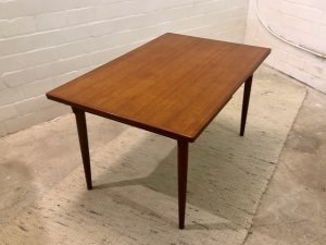 Teakholz Esstisch, Mid Century Dining Table, KS. Mobler, Made in Denmark, Vintage, 1960's, 60er, groß, Massiv, Vollholz, Teakholz, Mid Century Möbel, braun, runde Beine, ausziehbar