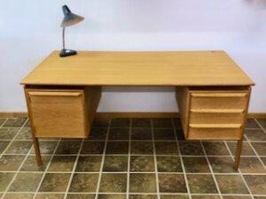 GV Mobler Schreibtisch, Mid Century Desk, 1960's, 1970's, Vintage, Eiche, Oak, helles Holz, Schubladen, Designklassiker, Vintage Möbel, Mid Century Möbel, Danish Design