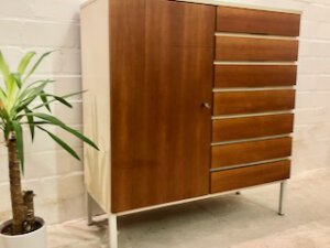 Teakholz Highboard, 1970's Vintage, Mid Century, weiß, Teak Schubladen, 7 Schubladen, Metallfüße, Interlübke, Mid Century Möbel, Designklassiker
