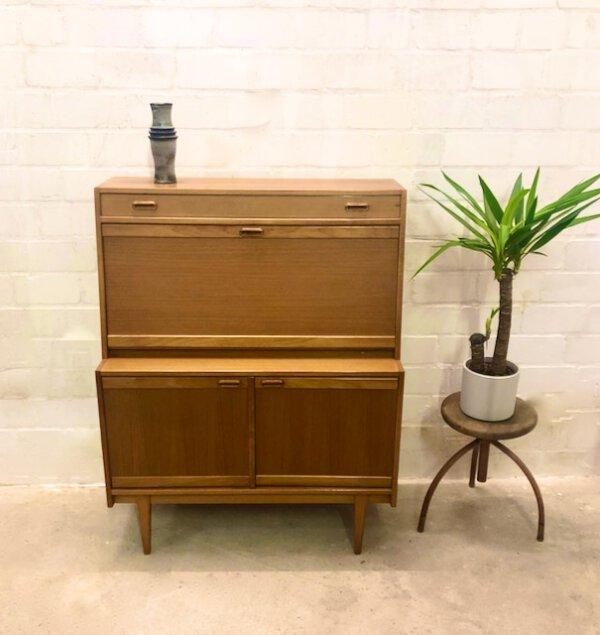 Vintage Sekretär, helles Eichenholz, eckig, schlicht, beleuchtet, Türen, Schubladen, Mid Century Möbel, Designklassiker, 1970er, 60er