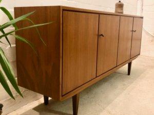 Mid Century Sideboard, Teak 1970's, schlichtes Design, braun, Vintage Möbel, Mid Century, Danish Design, Teak, Kommode, Sideboard, Credenzia, verschließbar, Möbellager Hannover