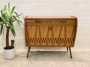 true Vintage Schuhschrank, 1960's Karo Design, helle Holz, Mid Century Möbel, Schubladen, Klappe, Messing Griffe