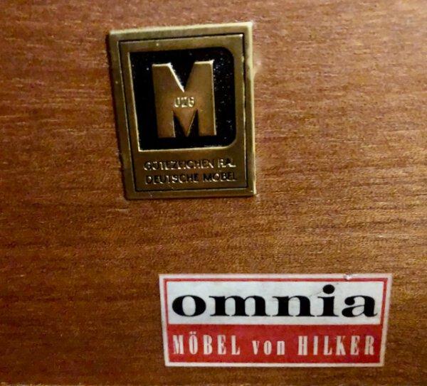 Omnia Regalwand, Vintage 1960's, helles Furnier, Messinggriffe, Wandregal, Schrankwand, Mid Century Möbel, Glasvitrine, Schubladen, verschließbar, Türen, Leiterregal, Container, Regal