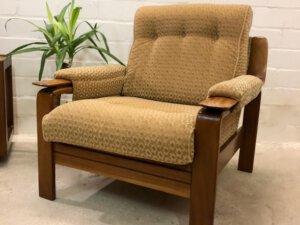 Mid Century Sessel, Easy Chair 1960's, Holz, god, gelb, gemustert, Komfort, Vintage, 1960, 1970, Mid Century Möbel, Designklassiker, gepolsterte Armlehnen