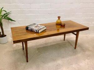 Mid Century Coffee Table, Nussbaum, Surfboard, 1960', 1970's, Maserung, hellbraun, groß, eckig, kantig, Vintage-Möbel, Mid Century-Möbel, Danish Design,
