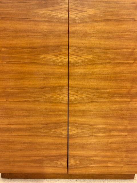 Mid Century Schuhschrank, true Vintage, Schuh-Kommode, Sideboard, Nussbaum, aufklappbar, innen weiß, Maserung, Danish Design