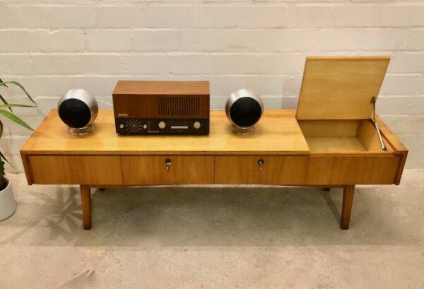 Mid Century Lowboard, Phonoschrank 1960's, hell, TV-Rack, Fernsehschrank, Vintage, 1970, Kirschholz, Schubladen, Plattenspielerfach, aufklappbar, weiß, Maserung, schräge Beine, foliert