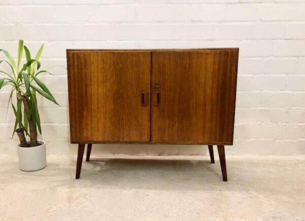 Kommode Danish Design, Teak 1960's, schräge Beine, Mid Century, Vintage, braun, verschließbar, Maserung, Patina, Palisander, Made in Denmark, verschließbar