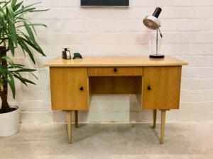 true Vintage Schreibtisch, helles Holz, 1960, Mid Century, Rüster, Furnier, verschließbar, Schublade, klein kompakt, 1970, Sekretär