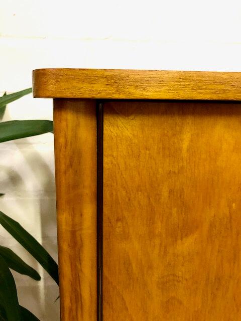 Mid Century Highboard, Nussbaum 1960's, Vintage Schrank, Kleiderkommode, Schubladen, Verschließbar, Fächer, Anrichte, Sideboard, helles Holz