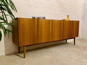Mid Century Sideboard, Nussbaumholz 1970's, true Vintage, schlicht, zeitlos, grifflos, GE-EL Möbel, Maserung, Schubladen, Designklassiker, lang, groß, 1960's, Anrichte, Kommode, Credenzia