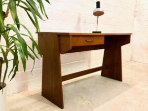 Vintage Nussbaum Schreibtisch, 1960's, hellbraun, Schublade, Design, schlicht klein, Arbeitsplatz, beidseitig, Bücherregal, Designklassiker, 1970's, Mid Century