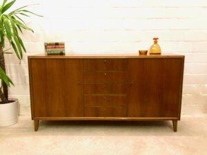 1960's Credenz, Mid Century Sideboard, Nussbaum, braun, Kommode, Schubladen, verschließbar, Vintage, 1970's, 5 Schubladen, Designklassiker, Loft