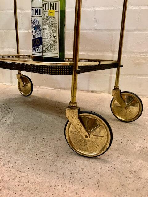 Mid Century Beistellwagen/ Minibar, 1950's, Messing, auf Rollen, Vintage, 1960's, Nussbaum, Designklassiker, Teewagen, Barwagen