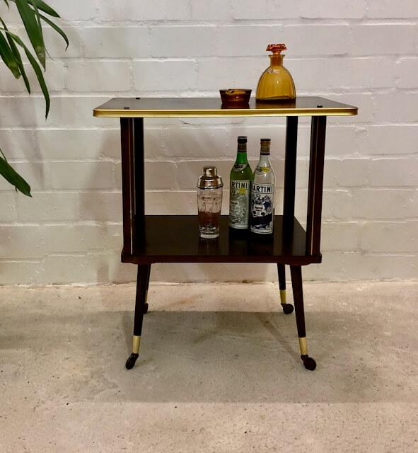 Mid Century Barwagen/ Minibar, 1950's, Nussbaum, auf Rollen, Vintage, 1960's, Designklassiker, Messing, Hifi, konische Beine, Fernsehtisch