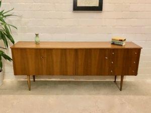 Vintage Nussbaum Sideboard, 1970's, 1960's, Maserung, braun, verschließbar, Schubladen, Fächer, Anrichte, Kommode, Klassiker, Design, Mid Century